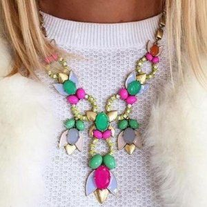 Stella and Dot Tropicana Necklace